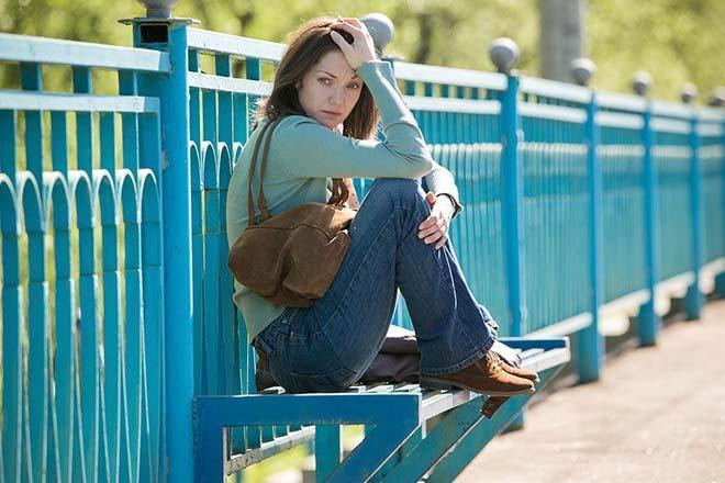 Девушка на скамье