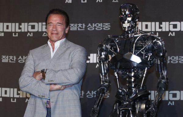 Арнольд Шварценеггер и робот