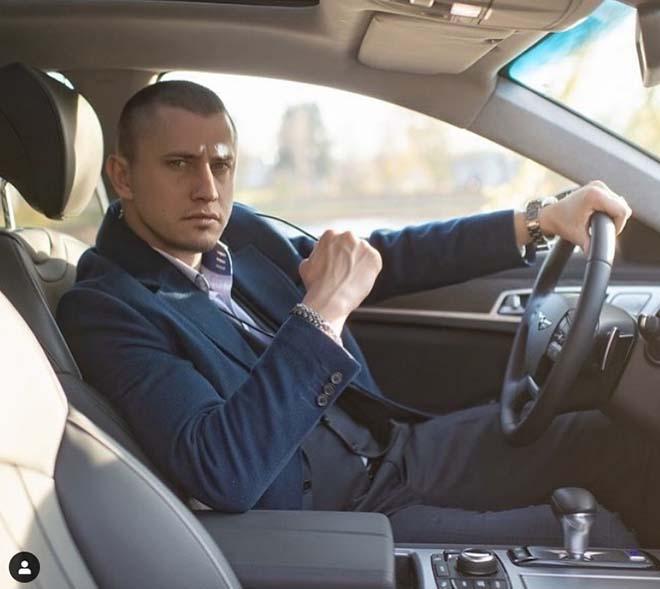 Павел Прилучный в машине