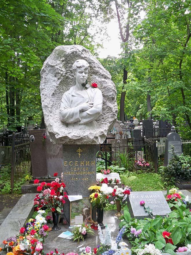 Надгробие_Есенина_С_А_на_Ваганьковском_кладбище
