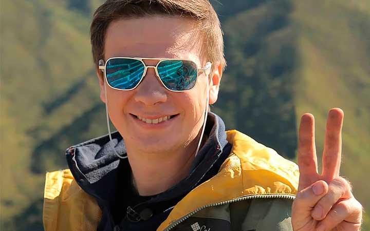 Дмитрий Комаров отношение