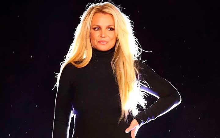 Некогда популярная Бритни Спирс потеряла известность и психическое здоровье. В 2007-2008 певица совершила ряд безумных поступков и попала в больницу.